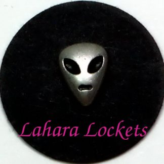 This floating charm is the head of a silver alien and is compatible with all memory lockets.